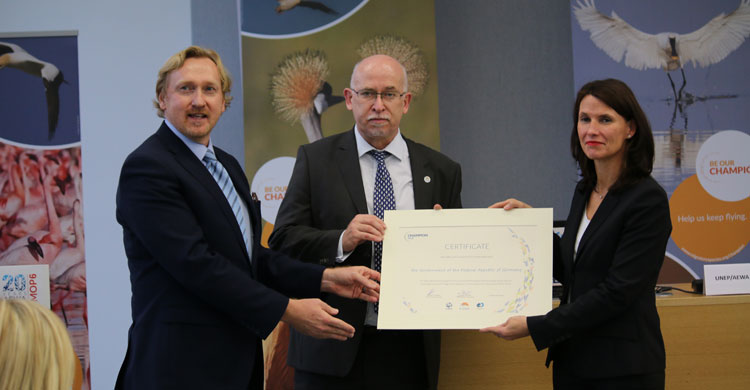 The Government of Germany receives the Migratory Species Champions Award © IISD