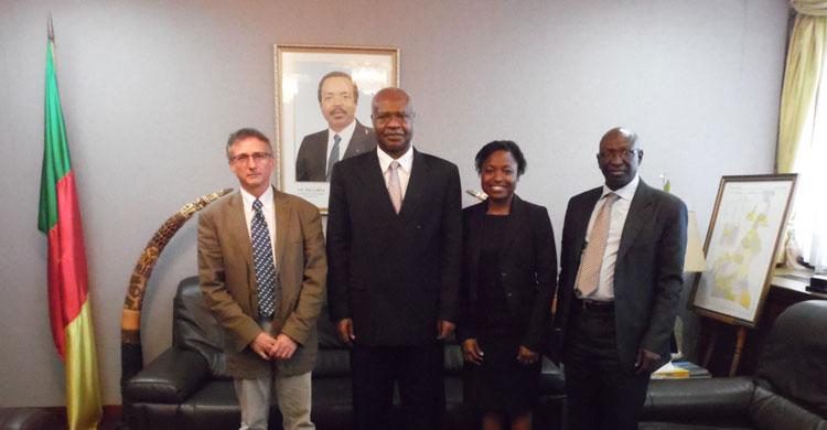 L'AEWA et l'équipe de l'Unité de soutien technique (UST) rencontrent Son Excellence Philémon Yang, Premier Ministre et Chef du gouvernement du Cameroun.